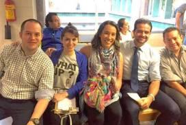 Kenji López y amigos de CWMX donando sangre