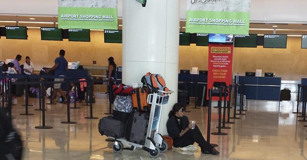 aeropuerto mujer vive en cancun