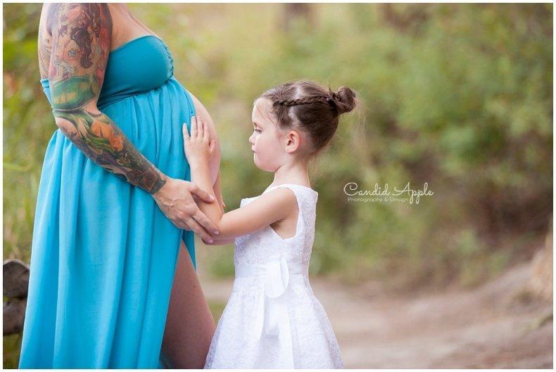 Kelowna_Mission_Creek_Park_Maternity_Photographers_00010