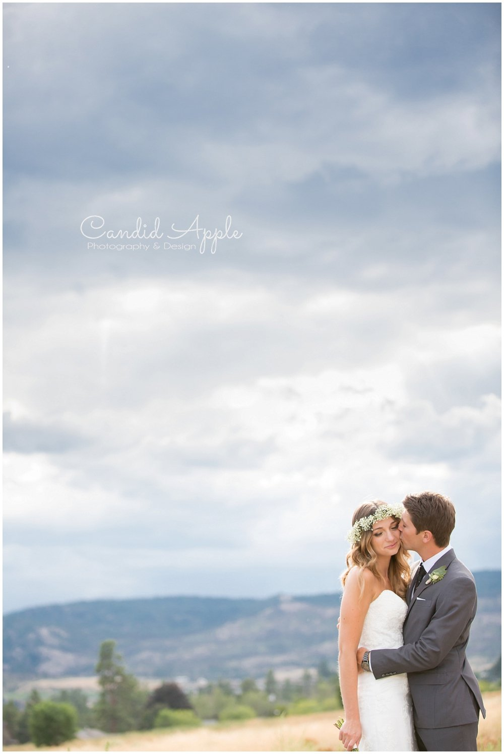 Sanctuary_Garden_West_Kelowna_Candid_Apple_Wedding_Photography_0061