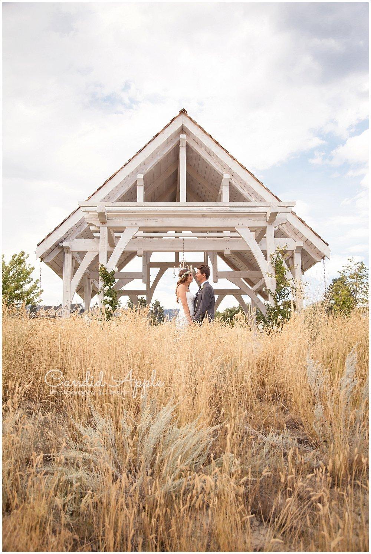 Sanctuary_Garden_West_Kelowna_Candid_Apple_Wedding_Photography_0087