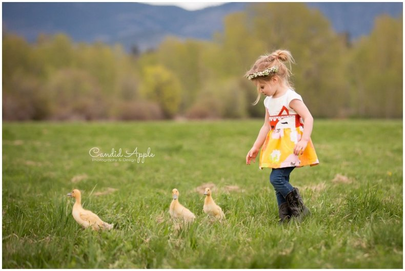 Kelowna-Springtime-On-the-Farm-Photographers_0134