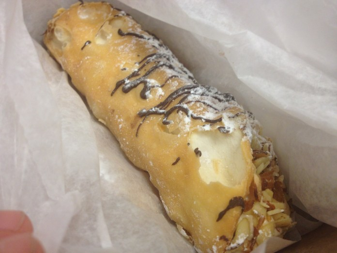 Mike's Pastry Cannoli Boston