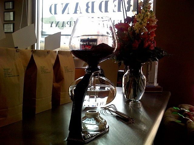siphon coffee brewing