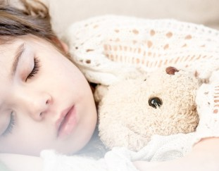 moms-guide-helping-children-get-good-nights-sleep