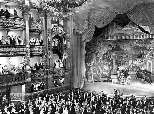 the-phantom-of-the-opera-theater-screen