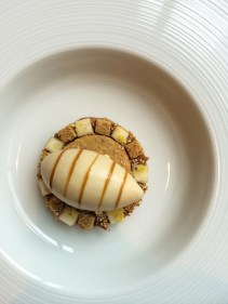 Brown bread ice cream with salted butter caramel, pear & malted yeast syrup