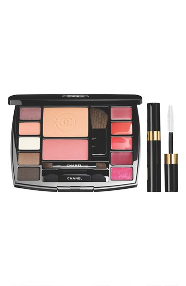 Chanel Travel Makeup Palette 5 EYESHADOWS, 3 LÈVRES SCINTILLANTES GLOSSIMER, 2 LIP COLOUR, 1 JOUES CONTRASTE POWDER BLUSH and 1 LES BEIGES HEALTHY GLOW SHEER COLOUR SPF 15 in SHADE 20!