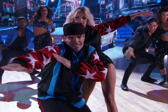 Watch Dancing With The Stars Season 23 Episode 1: Ice Ice Baby! 90s kids rejoice, your favorite childhood rapper Vanilla Ice and his partner Witney Carson killed on the dance floor with their fantastic Cha Cha!