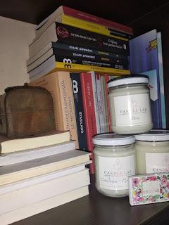 Κερί σόγιας και βιβλία