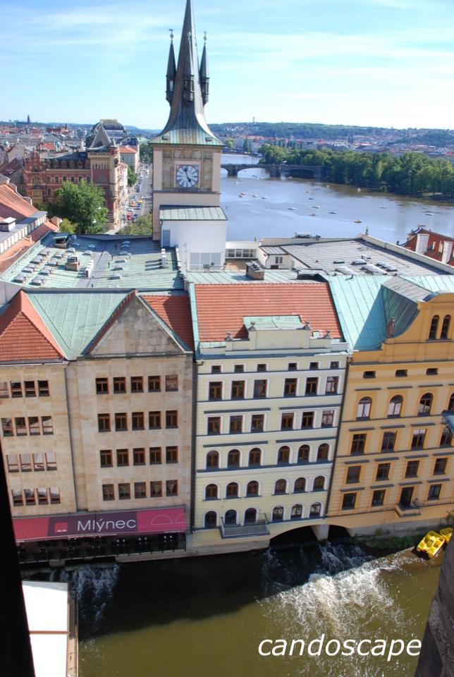 モルダウ川とプラハの街並みの感動景色