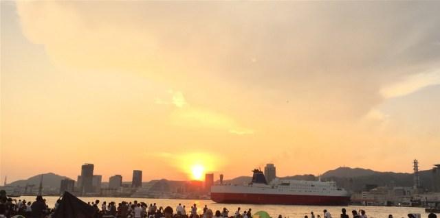 神戸港と船