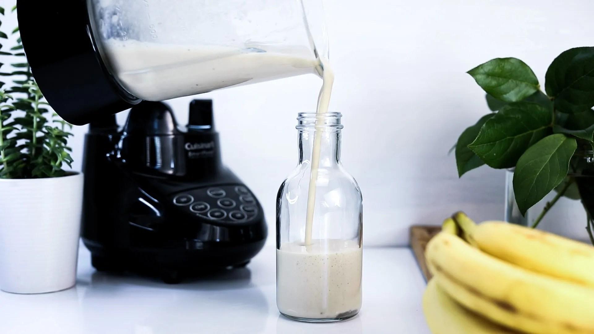 Banana oat shake pouring