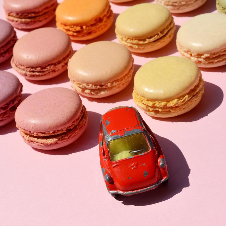 Macarons Fotografie Spielzeugauto Gieselberg