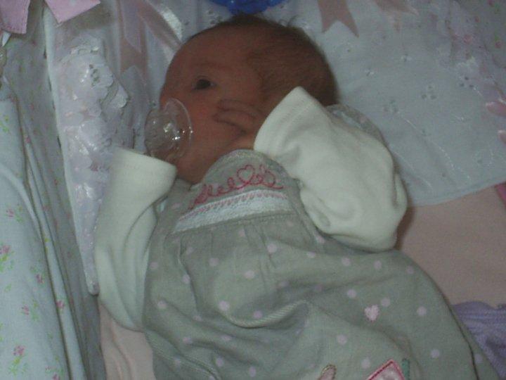 breastfeed or bottle feed, newborn baby