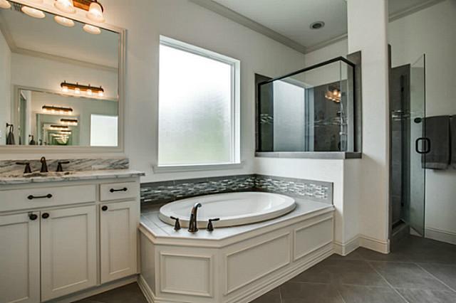 6602 SpringwoodMaster Bath