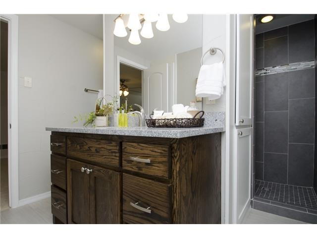 Separate shower & tub in the upstairs bath