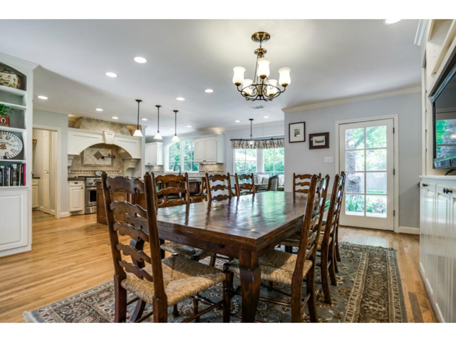 6426 Meadow Dining