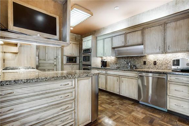 Kitchen in Imperial House $185 per foot unit (change the light, sure ... but otherwise? Pretty great.