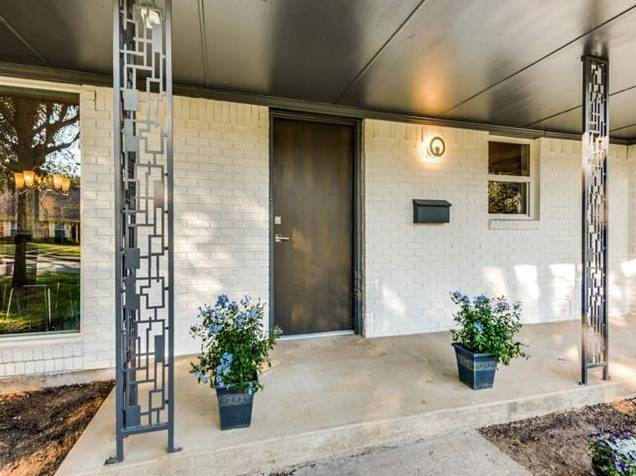 3239 Whirlaway Road Porch
