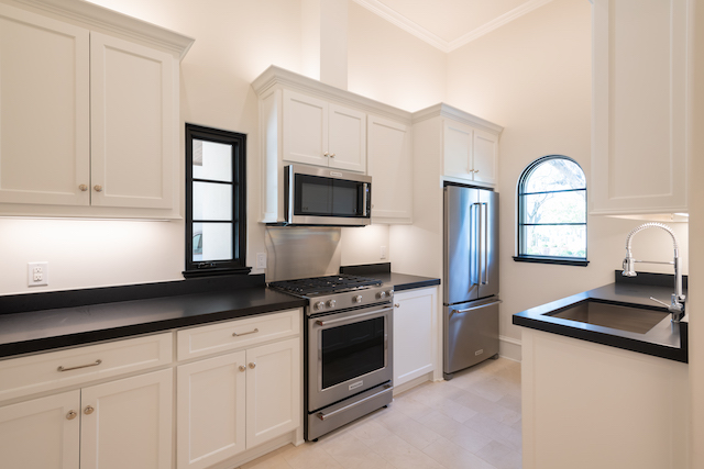 Bella Custom Homes Remasters The Common Kitchen Gives It Soul Candysdirt Com