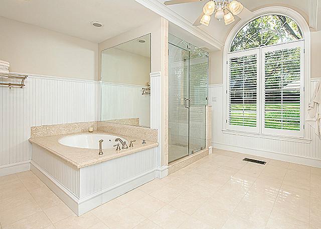 6928 Lloyd Valley master bath