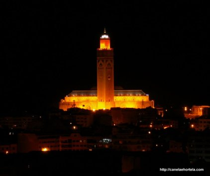 A mesquita Hassan II domina sobre a paisagem da cidade de Casablanca