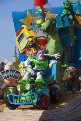 05-Disney_Magic_on_Parade_2
