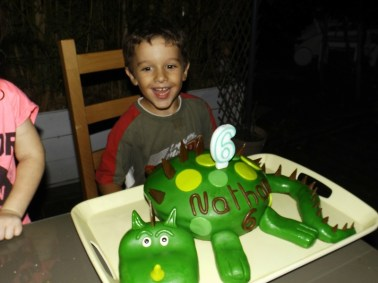 Gâteau Dinosaure pour les 6 ans de Nathan ( pâte à sucre )6