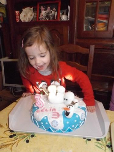 Gâteau Olaf 2 en pâte à sucre pour Célia2