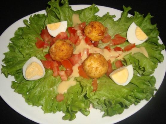 Salade avec ses boulettes de kiri pané