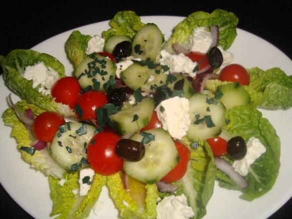 Salade à la grecque, vinaigrette au citron et à la spiruline2
