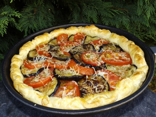 Tarte aux aubergines, tomates et pesto