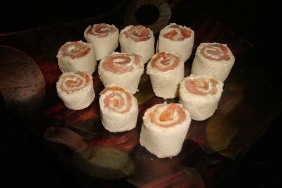 makis de pain de mie au saumon et au fromage