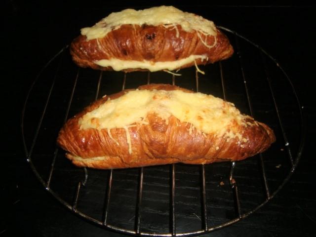 Croissant au jambon et au gruyère (2)