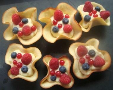 Méli-mélo de fruits et de crème pâtissière en corolles2