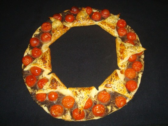 Tarte couronne à la tapenade et aux tomates cerise