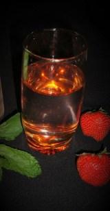 Eau aromatisée fraise menthe ( detox water )3