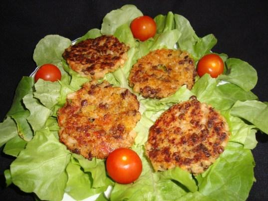 Galettes de céréales et de lentilles aux petits légumes ( courgette et tomate ) ( Recette Veggie )