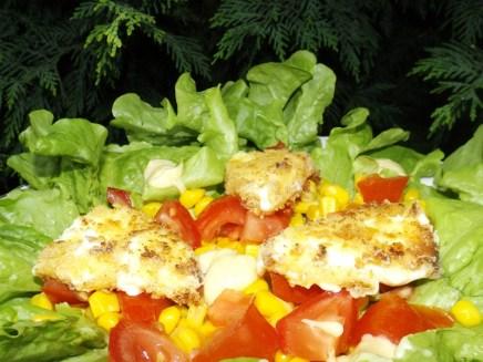 Salade composée aux tomates, maïs et aux vaches qui rit panées2