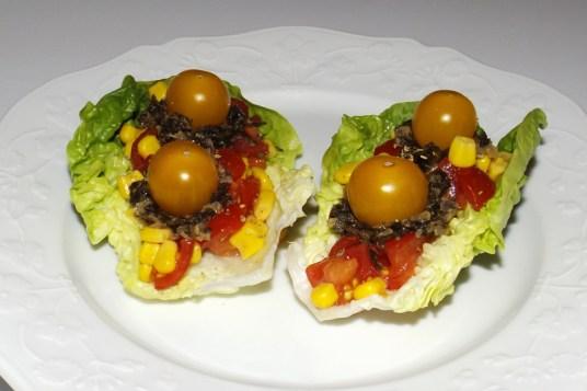 Salade de tomates cerise au maïs et au tartare de la mer