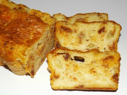 Cake aux tomates séchées, mozzarella et chorizo.jpg
