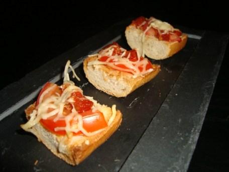 Mini bruschetta à la tomate et au chorizo.jpg
