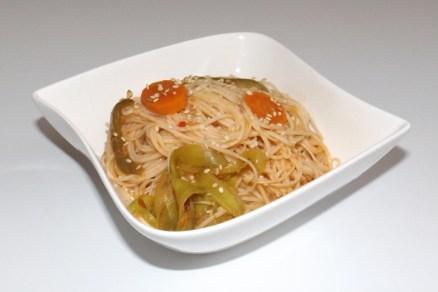 Nouilles chinoises sautées aux légumes (carottes, courgette et poivron)2