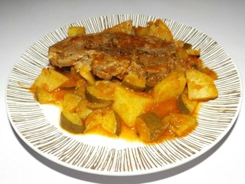 Côtes d'agneau à la sauce tomate et aux courgettes2