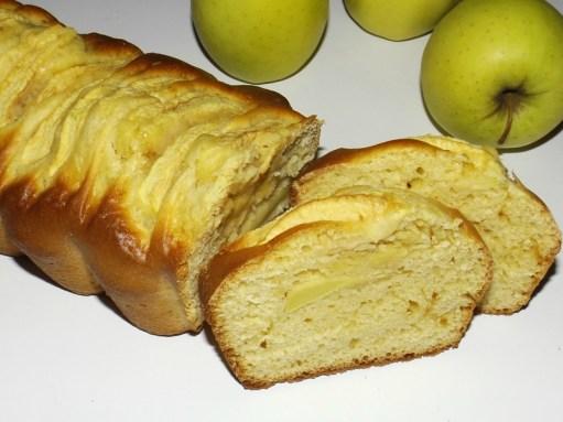 Cake aux pommes et à la crème de caramel salée.jpg