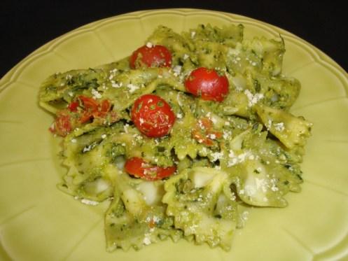 Pâtes au pesto et aux tomates cerise2