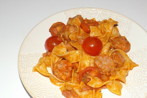 Saucisse et tagliatelle sauce tomate