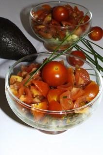 Truites fumées, avocat, tomates cerise et tartare d'algues ( en verrine )2