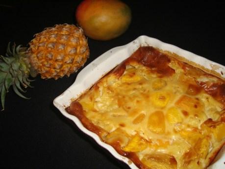 Clafoutis exotique mangue-ananas au miel de Litchi.jpg